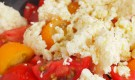 初乳のカッテージチーズとトマトのサラダ
